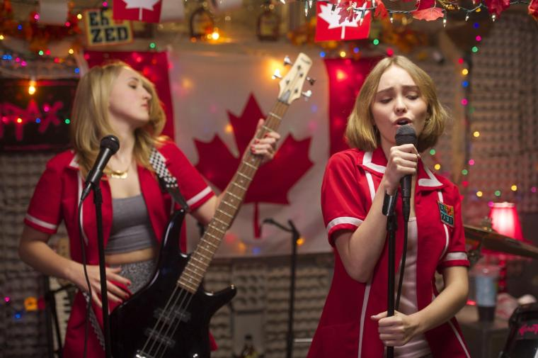 still-of-harley-quinn-smith-and-lily-rose-melody-depp-in-yoga-hosers-2016-large-picture.jpg